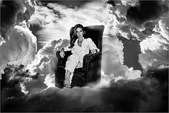En las nubes.......... (Nana ;-))) Tags: nna yo myself antonigallart nubes clouds sky cielo sentada sillon portrait retrato