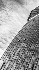 Untitled (drasphotography) Tags: architecture architektur monochrome monochromatic monotone abstract abstrakt sky himmel cielo blackandwhite brüssel2018 bw schwarzweis sw bianconero modern windows looking up drasphotography nikon d810 nikkor2470mmf28 clouds wolken nuvole reflection reflektion
