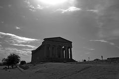 Tempio della Concordia (gio_artioli) Tags: temple valledeitempli agrigento tempiodellaconcordia sicilia italy bw landscape