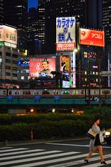(Vitor Nisida) Tags: shinjuku tokyo toquio tōkyō japao japão japon japan nihon urban urbana urbanphotography streetphotography street rua skyscraper arranhaceu noturna noite night nightphotography nightlights citylights