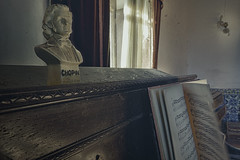 Eternal Sonata by Chopin (JG - Instants of light) Tags: bust pianist piano melodies shadows light abandoned forgotten decaying vandalized busto pianista melodias sombras luz abandonado esquecido decadente vandalizado urbex exploraçãourbana nikon d5500 sigma 1020 portugal