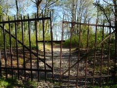Rusty old gate (Jaedde & Sis) Tags: gate rust old entrance friendlychallenges perpetualwinner beginnerdigitalphotographychallengewinner bdpc