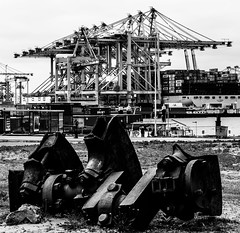 _DSC4321-2 (durr-architect) Tags: maasvlakte 2 rotterdam netherlands port authority sustainability ambition water sea dike beach terminal container automated guided vehicles agv quay cranes ship boat vessel