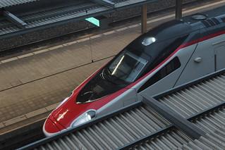 SBB Neigezug Cisalpino due ETR 610 bzw. RABe 503 ( ETR italienisch ElettroTreno Rapido - Hersteller Alstom - 2 Serie - Inbetriebnahme um 2014 - Triebzug Zug ) am Bahnhof Spiez im Berner Oberland im Kanton Bern der Schweiz