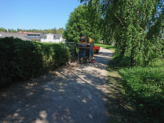 Excavator_4605Edit (mtbboy1993) Tags: askim bikepath sykkelvei østfold norway norge bushes trees work progress sunny summer shade rawtherapee hyundai houses neighbourhood