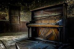 (Rodney Harvey) Tags: abandoned schoolhouse lineville iowa piano keys oneroom rural decay music