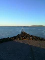 Into the deep. (Alex Bryant - Evans) Tags: wales southwales burryport llanelli carmarthenshire uk coast coastal sea seaside evening water sun sunny sunset ocean
