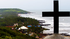 Coastal ruins (L.o.n.e T.r.a.v.e.l.l.e.r) Tags: beachlife beach coastallife coastline coast westcoast rocky shore arabian arabiansea cross ruins religion christianity church explore goa india