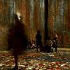 Dans l'atelier des lumières - 3 (_ Adèle _) Tags: paris atelierdeslumières klimt personnages silhouettes flou sousbois couleurs automne