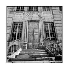 hotel • dijon, burgundy • 2015 (lem's) Tags: hotel particulier dijon bourgogne burgundy door stairs escalier porte hasselbald