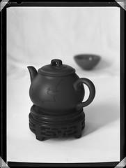 my teapot (Laszlo_Gerencser) Tags: largeformat macro still life teapot tea set chinese patent etui karl zeiss jena tessar foma fomapan 100