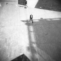 Milano (Valt3r Rav3ra - DEVOted!) Tags: holga holgacfn lomo lomography toycamera plasticcamera medioformato milano 120 6x6 film analogico analogica analog analogue bw biancoenero blackandwhite ilford ilfordfp4 valt3r valterravera visioniurbane urbanvisions streetphotography street