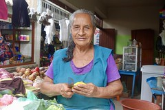 Leonora, vegetables vendor, Huanchaco (Yekkes) Tags: latinamerica peru trujillo huanchaco market popularmarket vendor merchant saleswoman business vegetables knife chopping elderly older senior mature experience smile