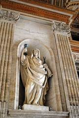 Statue and goblet (zawtowers) Tags: rome roma italy italia capital city historic roman empire heritage monday 28 may 2018 summer holiday vacation break warm sunny vatican st peters baslica home pope catholic church statue built wall holding goblet wine