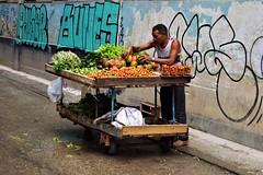 Habana Vieja - marchand 3 (luco*) Tags: cuba la havane habana havana vieja scène de rue street scene marchand merchant seller légumes fruits vegetables graffiti tags homme man hombre mangue mango laitue lettuce tomates tomatoes flickraward flickraward5
