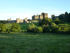 Alnwick Castle in sunlight (libscouse) Tags: northumberland alnwick castle sunlight percy harry potter 11th century home stately