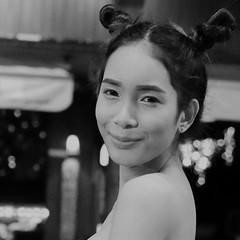 Meyli (charly unterwegs) Tags: ladyboy khaosanroad bangkok thailand asia asien city night bw blackandwhite blackwhite