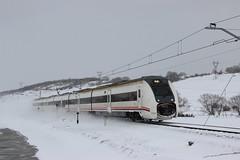 Un regional poco habitual (MACD 3) Tags: renfeoperadora mediadistancia regional 449046 mataporquera tren train caf adif canon eos600d