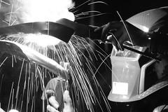 Les soudeurs dans la nuit changé (Matyfrd) Tags: soudeur industriel nuit