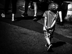 Suivre l'exemple / Take as a model (vedebe) Tags: humain human homme enfant enfants ville city street rue urbain urban urbanarte noiretblanc netb nb bw monochrome