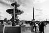 Scène parisienne, La Concorde, 2018 (.urbanman.) Tags: placedelaconcorde fontaine fontainenord paris obélisque assembléenationale touristes noiretblanc blackandwhite