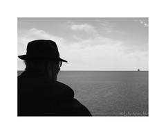 Mirando al mar (soñé ...) (Lola Honrubia) Tags: alicante marzo 2018 canon g16 lolahonrubia