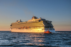 Viking Sky (*AdeCo*) Tags: rostock warnemünde ocean ostsee meer nacht nachthimmel sonnenuntergang sundown schiff ship maritim mecklenburgvorpommern kreuzfahrt kreuzfahrtschiff cruising cruiseship