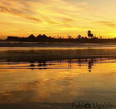 Totoralillo Mágico (▶MacLeod◀) Tags: atardecer sunset crepúsculo cielo playa sky beach sand arena reflejo espejo contraluz iphone coquimbo totoralillo arrebol