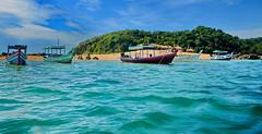 Ngapali Beach Boat Trip (gerard eder) Tags: world travel reise viajes asia southeastasia burma birmania birma myanmar ngapali ngapalibeach beach paisajes panorama playa landscape landschaft tropical boats boote barcas wasser water outdoor