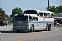 Route 66 Parade - Lebanon, Missouri 2018 (Adventurer Dustin Holmes) Tags: 2018 parade route66 festival vehicle vehicles lebanonmissouri lebanonmo lacledecounty greyhound bus old antique