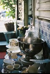 (M-L Pocket) Tags: canae1 kodak kodakportra portra portra400 light amsterdam antiques vintage retro antique crockery trinkets treasure 35mm 35mmfilm film plants tiles blue