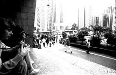 Avenida Paulista [1999] (a.ninguem) Tags: zenit black white fuji neopan ss street 35mm film df300 people filme avenida paulista sãopaulo