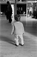 . (Film_Fresh_Start) Tags: 24x36 argentique ilfordhp5400 pentaxlx pentaxsmckseries50mm14 slr film nb bw enfance childhood