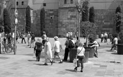 BCN Street 10 (carles.ml) Tags: olympus om1 kodak tmax 400 street people 35mm bw film barcelona