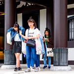 Chinese girls in Hasedera Temple, Kamakura : 長谷寺の中国人少女 thumbnail