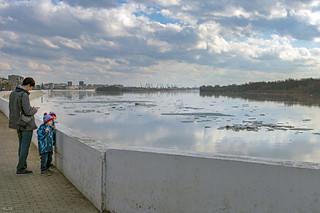 Little viewers of their first ice drift / Маленькие зрители своего первого ледохода