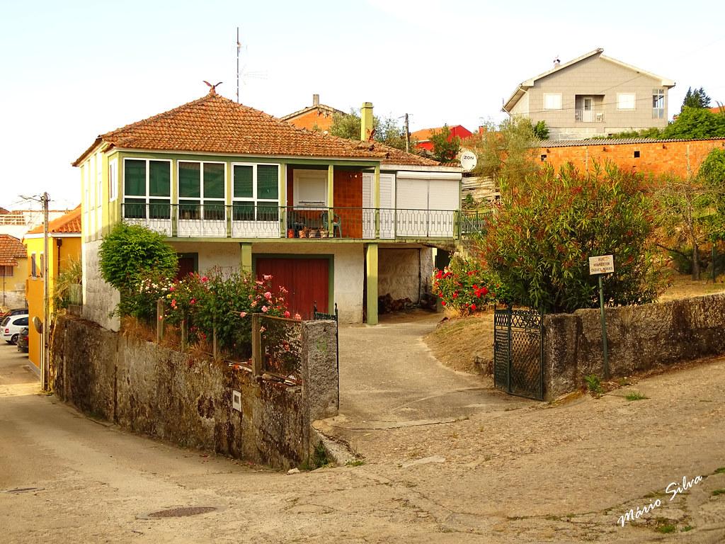 Águas Frias (Chaves) - ...casas na Aldeia ...