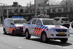 Politie Scheveningen Toyota Hilux & Volkswagen Transporter (Boss-19) Tags: geotagged sony summer blue white light politie police polizei scheveningen haaglanden den haag the hague parklaan nieuwe badplaats kustdetachement coastal detachment coast zuid holland b3 netherlands nederland district south toyota hilux volkswagen transporter instagram twitter black blackwhite boss19 vs578s vs 578 s city urban vehicle brand camer camera dslr art instagramapp europe beach travel photo new foto vista federal signal lightbar asphalt street photography