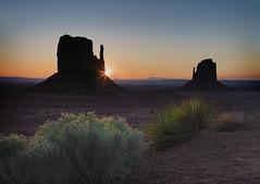 follow the sun (marion faria) Tags: monumentvalley navajotribalpark arizona mittens sunrise sunstar dawn buttes southwest canon 5d mark iv