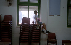 Duty in his hand, freedom in his eyes. (Victor Lefelman) Tags: aula classroom
