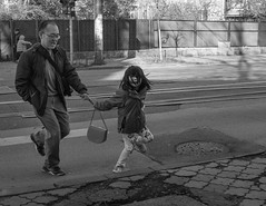 Untitled (Alex Cruceru) Tags: candid street streetphotography stradal streetbw monochrome moments girl father running frozen