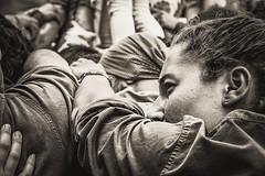Tots a una .... (Alex Nebot) Tags: humantowers castellers castells gracia castelleres girl lady women noia barcelona nikon d7200 sigma barcelone barna bcn catalonia cultura catalunya tradicions portrait retrat retrato monocromo calle street photo carrer streetphoto