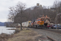Q25303 at Highland Falls - 3/03/2018 (John McCloskey Jr.) Tags: bnsf csx atsf prlx trains outdoors green orange red transportation new york autoracks west point