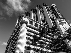 (creteBee) Tags: monochrome blackandwhite building america architecture honolulu hawaii