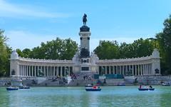 Parque del Retiro, Madrid (eustoquio.molina) Tags: parque retiro madrid monumento monument estanque lago lake boat barca