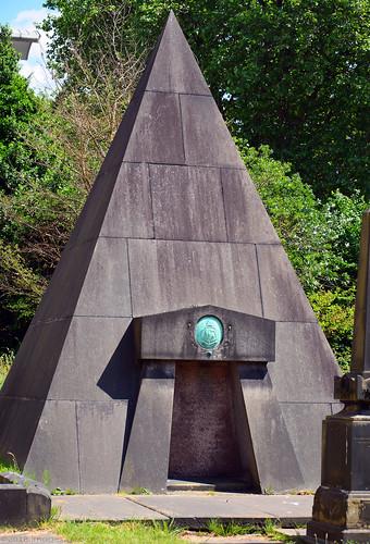 Pyramid / The Scotch Kirk