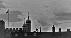 6Q3A8213 (www.ilkkajukarainen.fi) Tags: tower london lontoo visit happy life travel traveling monochrome mustavalkoinen blackandwite torni linna castle aeroplane lentokone