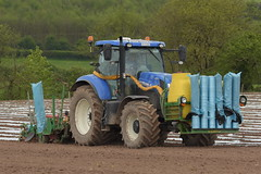 New Holland T7.200 Tractor with a Samco System 4 Row Maize Planter (Shane Casey CK25) Tags: new holland t7200 tractor samco system 4 row planter blue cnh castlelyons maize traktor trekker traktori tracteur trator ciągnik sow sowing set setting drill drilling tillage till tilling plant planting crop crops cereal cereals county cork ireland irish farm farmer farming agri agriculture contractor field ground soil dirt earth dust work working horse power horsepower hp pull pulling machine machinery grow growing nikon d7200