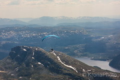 Skydivers dream, Gaustatoppen, Norway (KronaPhoto) Tags: 2018 natur vår kite fallskjerm fly dream sky himmel mountain hight top awesome kick scary wind view utsikt gaustatoppen norway visitnorway sport action people insane youth parachute skydiver fallskjermhopper jump