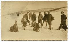 . (Kaïopai°) Tags: hut hat sombrero dress anzug jacket krawatte tie winter schnee snow wanderung schneewanderung hügel man male mann hombre
